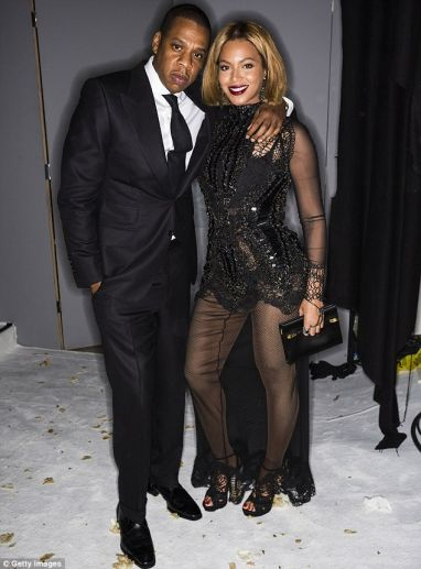 Jay Z Beyonce On A Stylish Date Night Queen B Rocks New Hairstyle