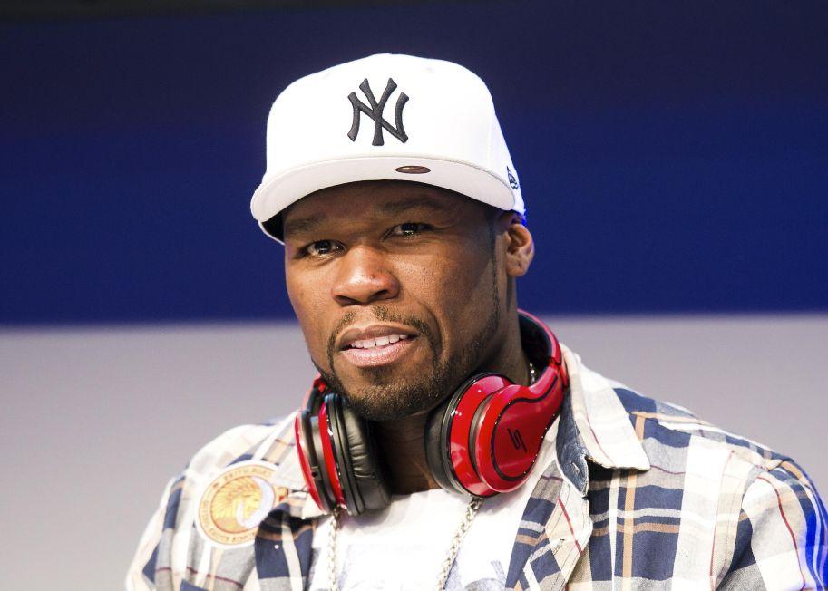'50 Cent' Holds Autograph Session