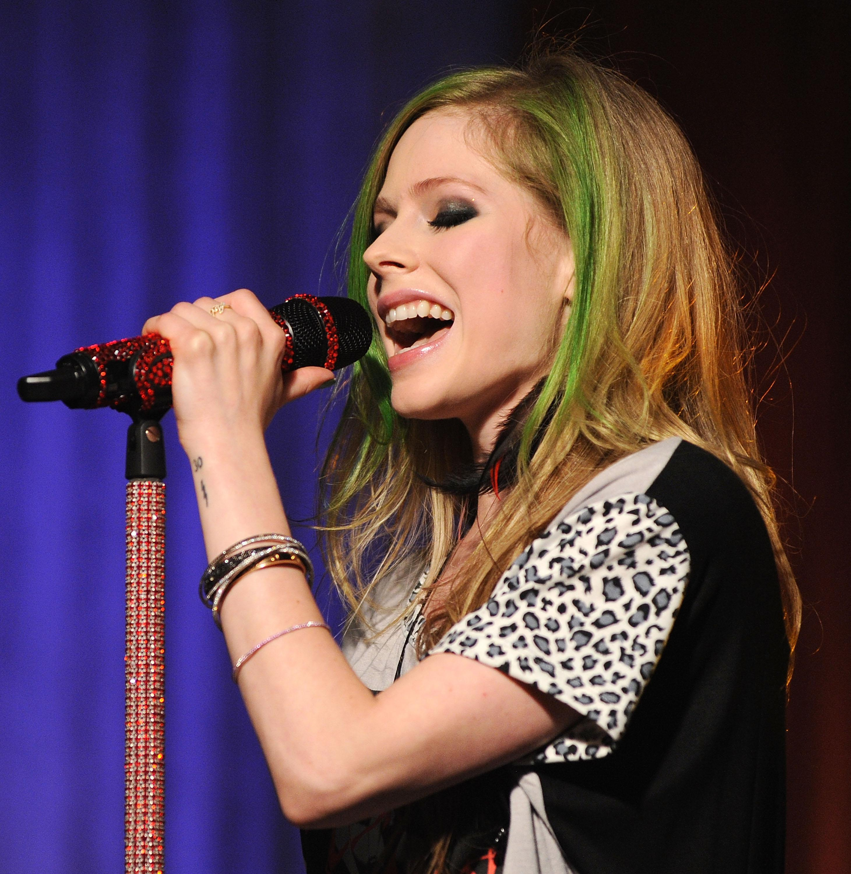 Avril Lavigne Performs In AOL's Los Angeles Studio